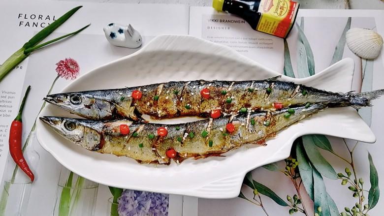干煎秋刀鱼,拍上成品图,一道美味又营养的干煎秋刀鱼就完成了。