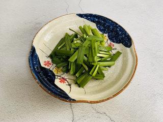 香辣魷魚須,韭菜清洗干凈切寸段