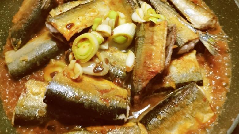 红烧秋刀鱼,再添加适量开水