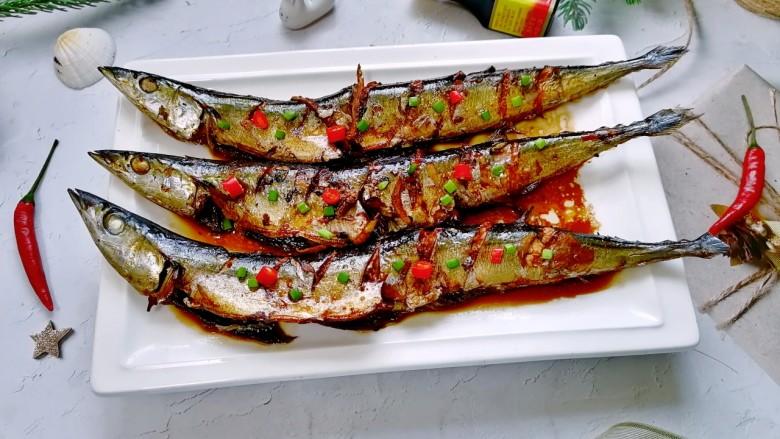 红烧秋刀鱼,拍上成品图,一道美味又营养的红烧秋刀鱼就完成了。