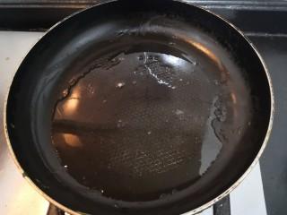 西葫蘆炒木耳,熱鍋起油
