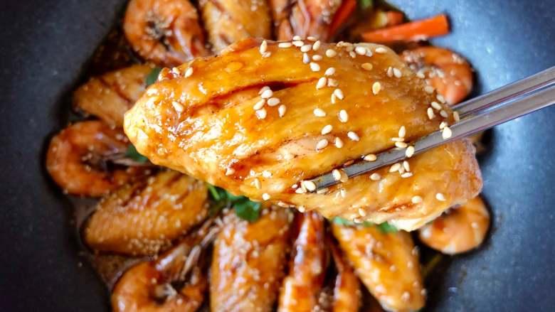 0厨艺也能做!好吃到爆炸的虾翅焖锅,这裹满酱汁金黄诱人的菜色~