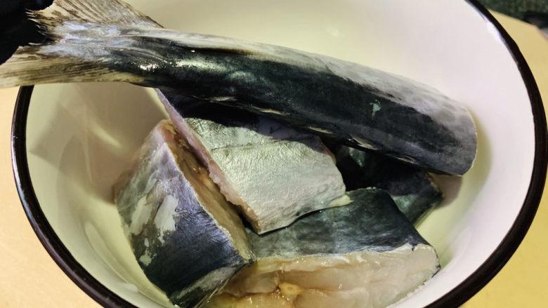 酱焖鲅鱼,洗净;