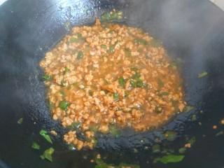 肉沫澆汁西葫蘆,倒入蒸西葫蘆的水,倒入淀粉汁,大火燒開即可關火出鍋