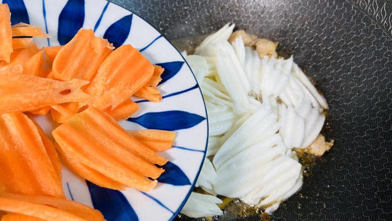 山药炒肉片,入胡萝卜