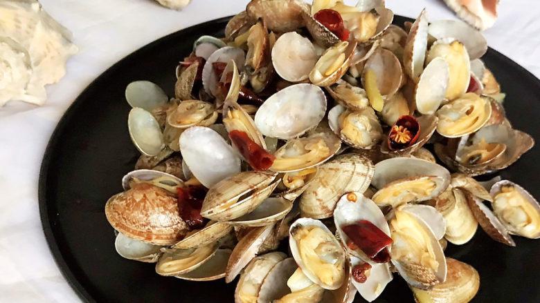 麻辣花蛤,麻辣花蛤鲜美无比,麻辣适宜,这是一道非常简单的海鲜小炒,鲜嫩鲜美,喝酒下饭都可以~