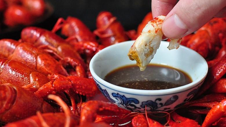 清蒸小龙虾,原汁原味的小龙虾配上芥末也很好吃哦