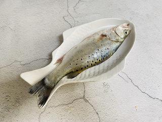 葱油鲈鱼,鲜活鲈鱼一条