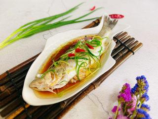 葱油鲈鱼,成品图