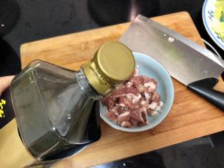 山藥炒肉片?萵筍香菇山藥炒肉片,一茶匙生抽