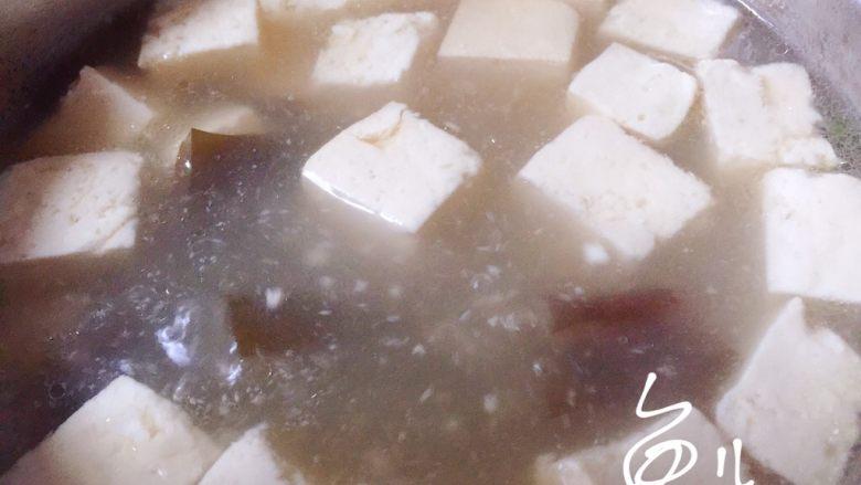 海带豆腐汤,煮10分钟熄火