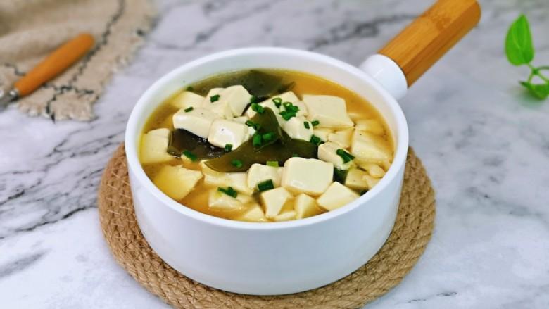 海带豆腐汤,炎热的夏天,清淡饮食。
