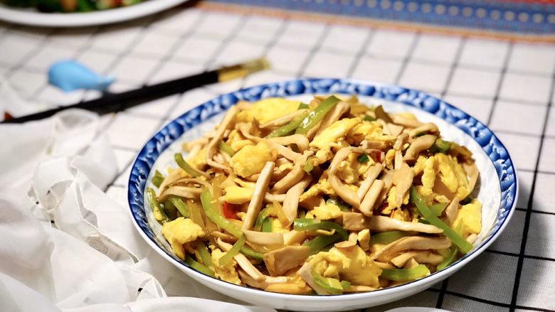 杏鲍菇炒鸡蛋➕淡黄杨柳又催春,成品