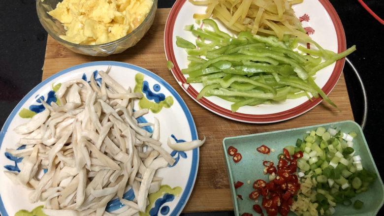 杏鲍菇炒鸡蛋➕淡黄杨柳又催春,全部食材准备好