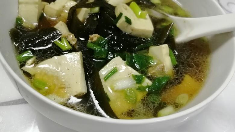 海带豆腐汤,好喝的豆腐海带肉肉汤出来咯。