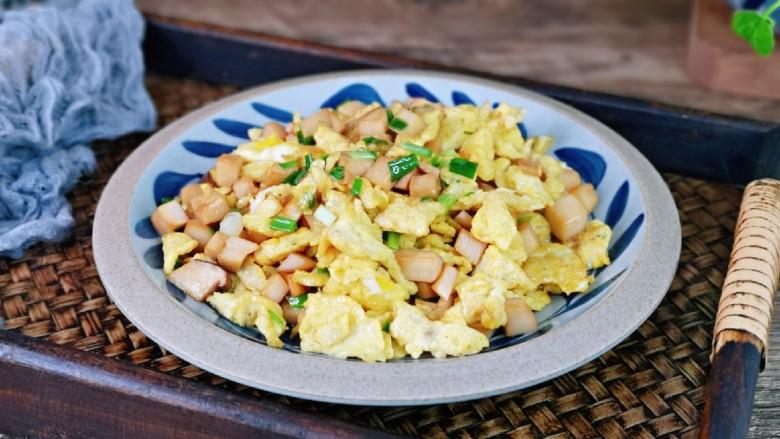 杏鲍菇炒鸡蛋,简单快手小炒。