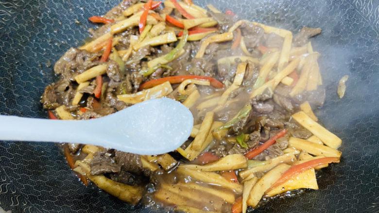 杏鲍菇炒牛肉+家常小炒,味精调味
