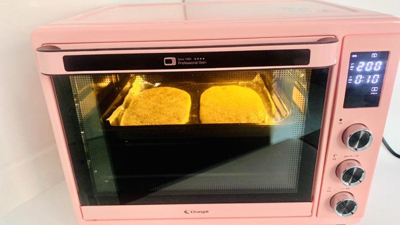 鲜肉榨菜锅盔,长帝CRDF32WBL烤箱上下火200度,烤15分钟上色均匀即可。