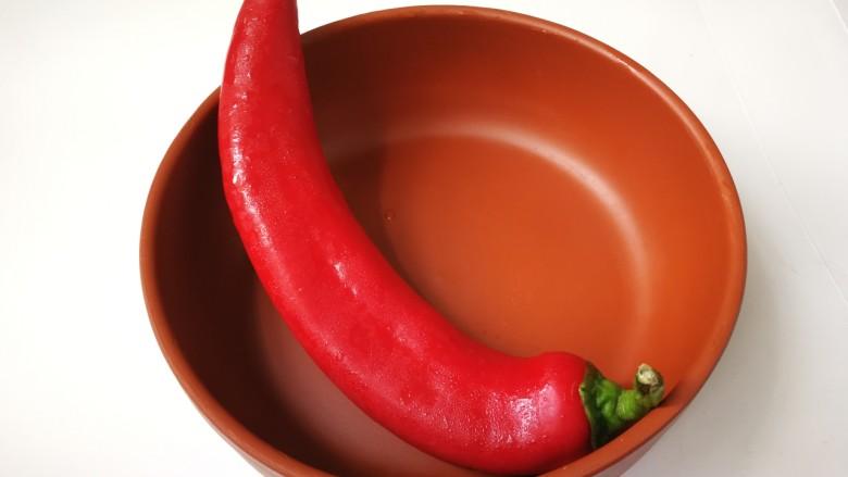 杏鲍菇炒牛肉,大红椒去掉头尾和籽