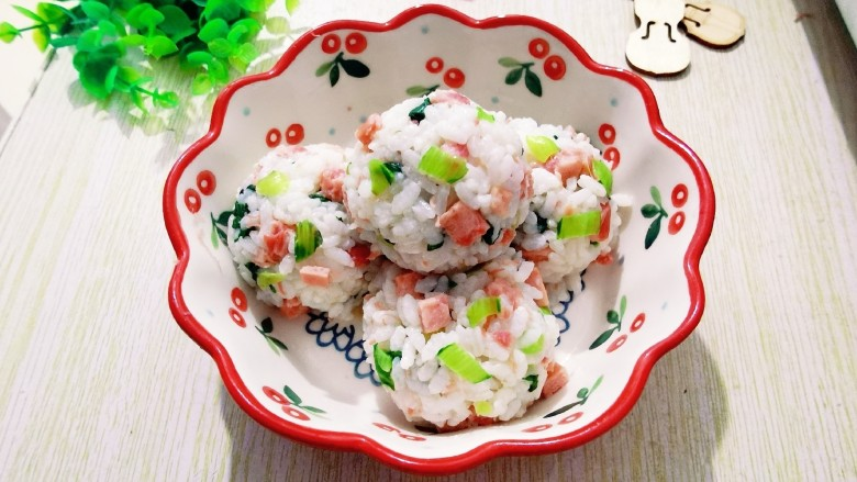 """火腿午餐肉<span style=""""color:red"""">蔬</span><span style=""""color:red"""">菜</span><span style=""""color:red"""">饭</span>团"""
