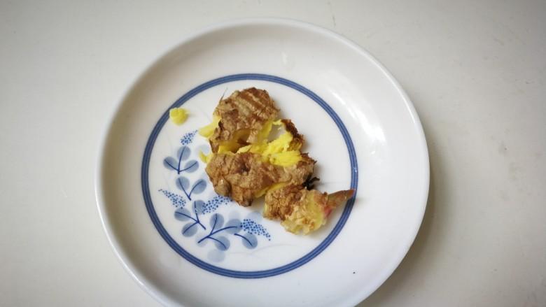 海带豆腐汤,用刀拍扁