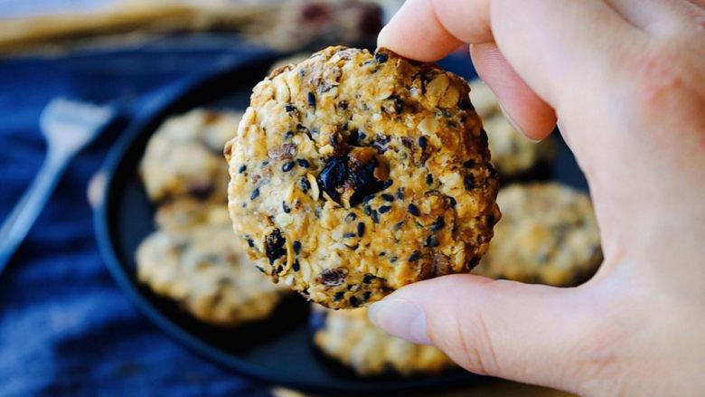 红糖燕麦饼,因为是粗粮,而且低脂、低糖,吃起来也很健康。