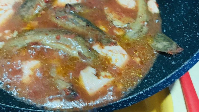 泥鳅炖豆腐,起锅;