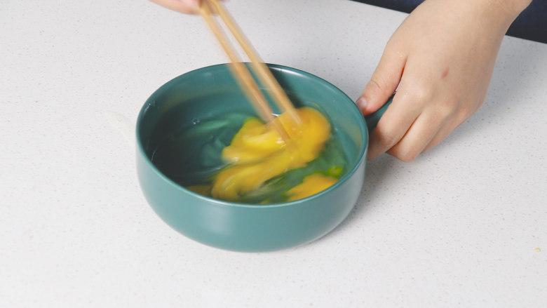 豇豆炒鸡蛋,搅拌均匀