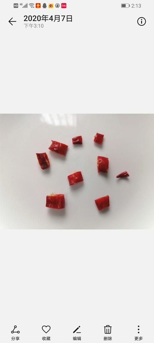 韭菜炒猪血,<a style='color:red;display:inline-block;' href='/shicai/ 62'>辣椒</a>切成丁状