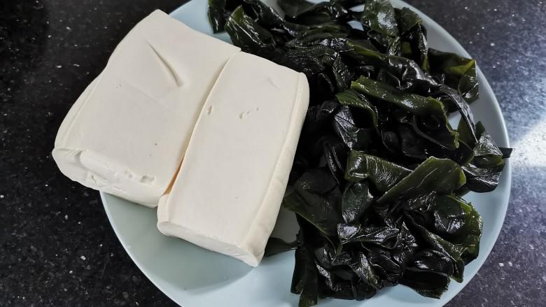 海带豆腐汤,准备好食材