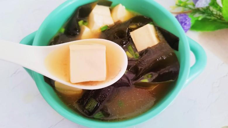 海带豆腐汤,汤汁鲜美