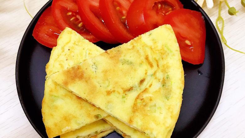 西葫芦玉米鸡蛋煎饼,切块装盘