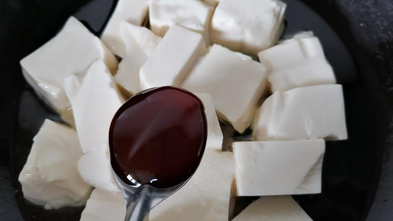 海带豆腐汤,加入一勺<a style='color:red;display:inline-block;' href='/shicai/ 721'>蚝油</a>提鲜