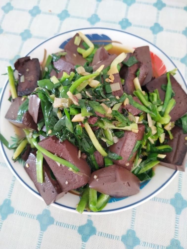 韭菜炒猪血,成品图。