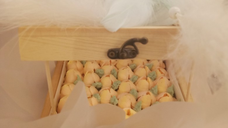 网红木质盒子蛋糕🎂,放上羽毛装饰也很好看