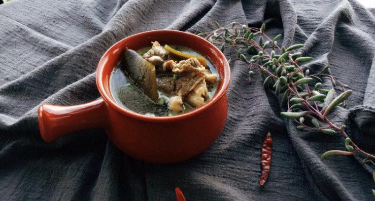 海带筒骨汤,大概一小时左右就烂了,具体炖煮时间按实际情况操作,锅具不同火力大小炖煮的时间都会有差异 。