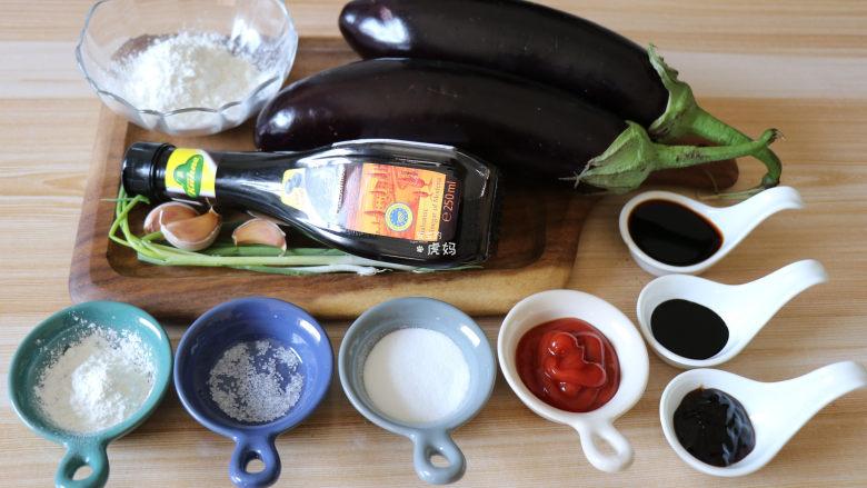 糖醋茄子,准备好食材;