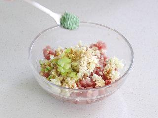 絲瓜釀肉,放入蔬菜雞精