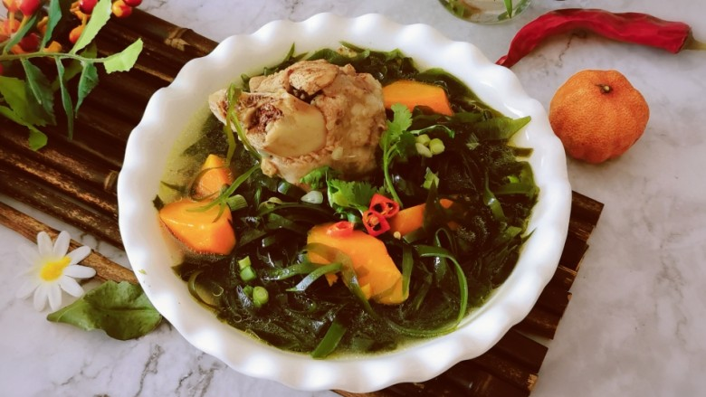 海带筒骨汤,出锅食用