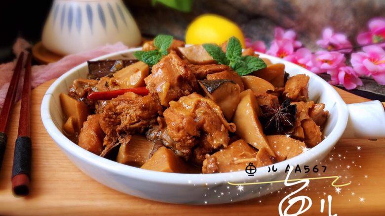 杏鲍菇烧鸡块,装盘食用