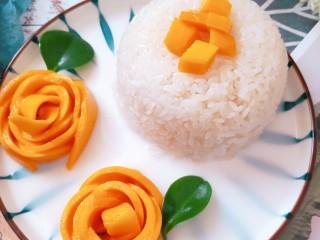 芒果糯米饭,再装饰下就可以了。