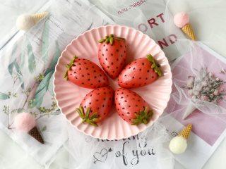 莓莓軟香小饅頭,蒸好了,是不是很可愛?吃起來暄軟可口,孩子特別喜歡!