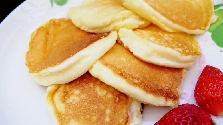 舒芙蕾松饼(平底锅版),奶香,软嫩,云朵的感觉。