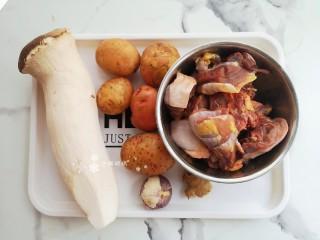 杏鮑菇燒雞塊,準備食材。