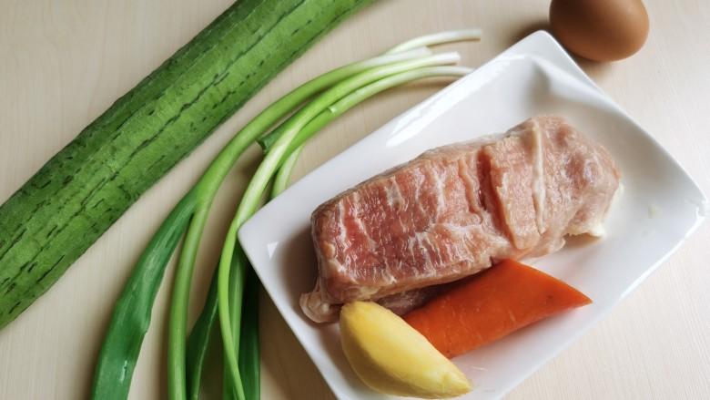 丝瓜酿肉,准备所需食材。