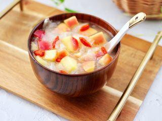 苹果银耳枸杞汤,好喝又营养的苹果银耳枸杞汤就煮好了。