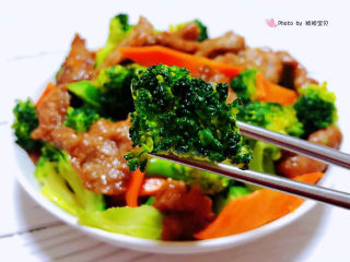 西兰花炒牛肉,西兰花营养丰富经常食用对身体有益处