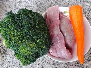 西兰花炒牛肉,准备原材料西兰花、牛肉、胡萝卜