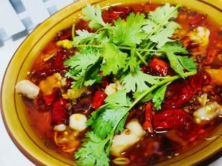 水煮牛蛙,澆上熱油,撒點香菜
