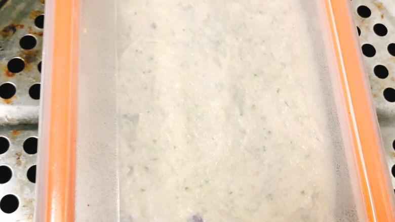 宝宝鲜肉豆腐,盖上盖子上锅大火蒸15分钟后焖5分钟出锅